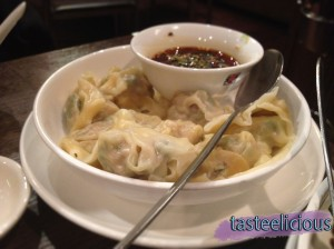 Wanton with Hot Chilli Sauce on the side (8 Pieces)